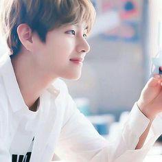 Taehyung // V V Taehyung, Daegu, Bts Bangtan Boy, Bts Jungkook, K Pop, Bts Kim, V Bts Wallpaper, Korean Boy Bands, Billboard Music Awards