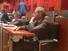 Leader dell'opposizione in giunta, Gianni Lettieri è attivo nella denuncia degli errori commessi dal sindaco di Napoli.