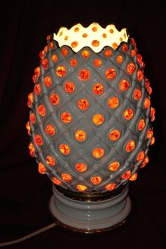 ANTIQUE LIGHTED WHITE PINEAPPLE SHAPED LAMP WITH ORANGE GLASS