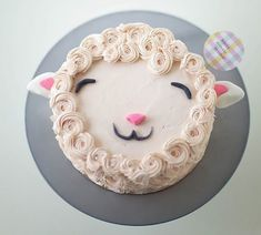 DIY Fluffy Lamb Cake Decorating Tutorial by Coco Cake Land for Handmade Charlotte Easy Cake Decorating, Cake Decorating Tutorials, Decorating Ideas, Bolo Diy, Bolos Naked Cake, Sheep Cake, Sheep Cupcakes, Lamb Cupcakes, Lamb Cake