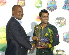 West Indies v Pakistan 2nd T20I:  Pakistan Cpatin, Mohammad Hafeez, collects the winners trophy from Vice-President of the West Indies Cricket Board, Emmanuel Nanthan.