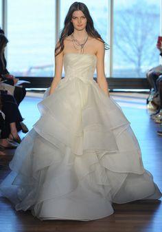 تصميمات مختلفة لفساتين الزفاف 2017 من المصممة العالمية ريفينى Different designs of the wedding  dresses from the global designer Rivini 2017 Différents modèles de robes de mariée du concepteur mondial Rivini 2017