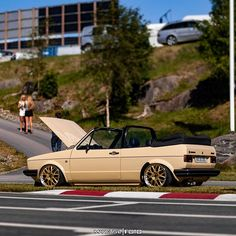 Volkswagen Golf Cabriolet, Golf 1 Cabriolet, Vw Golf Cabrio, Vw Mk1, Golf Mk2, Power Bike, Vw Cars, Car In The World, Car Pictures