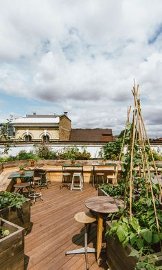 Most up-to-date Pic Rooftop Garden kids Style Rooftop gardening is nothing new. City dwellers are already tucking plants on roofs and fire escapes Pergola Plans, Diy Pergola, Beer Garden, Garden Pots, Cozy Bar, Rooftop Garden, Rooftop Decor, Rooftop Lounge, Rooftop Restaurant
