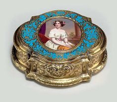 A CONTINENTAL GOLD AND ENAMEL PORTRAIT SNUFF BOX