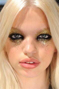 gold glitter eye make-up. #musicexperiment