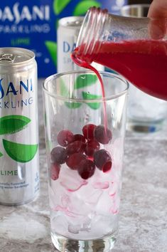 Welcome the holidays with this sparkling cranberry lime mocktail. Full of bubbles and a hint of lime and cranberry,this mocktail is make your guests happy. Best Non Alcoholic Drinks, Beverages, Bubbles, Lime, Sparkle, Cooking Recipes, Sweets, Make It Yourself, Holidays