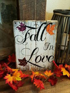 Wood Pallet Projects - Want to get busy this fall with DIY pallet projects? If you need some pallet project ideas this season, try out any from this roundup. Palette Halloween, Fall Halloween, Halloween Crafts, Holiday Crafts, Fall Projects, Diy Pallet Projects, Pallet Art, Pallet Wood, Fall Pallet Signs