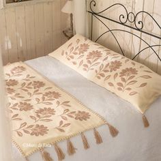 Creazioni per te Table Runner Pattern, King Bed Covers, Bow Pillows, Home Curtains, Cushion Pillow Covers, Bed Wrap, Embroidered Bedding, Bed Runner, Bed Throws