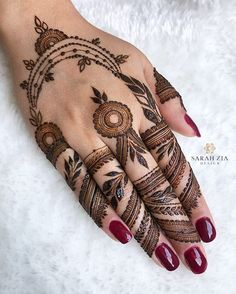 Simple Mehndi Designs Fingers, Pretty Henna Designs, Unique Mehndi Designs, Latest Mehndi Designs, Leg Henna, Henna Mehndi, Henna Art, Mehendi, Front Mehndi Design