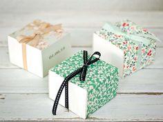 Άνοιξη! Επιτέλους η πιο όμορφη εποχή του έτους! Τι πιο ωραίο από το να καλωσορίσουμε την άνοιξη με τα πανεμορφα floral προσκλητήρια από το Atelier Invitati