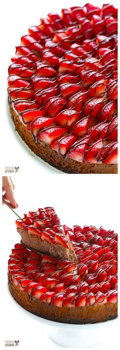 Strawberry Nutella Cheesecake -- made with a simple filling, Oreo crust, and topped with oodles of strawberries | http://gimmesomeoven.com #dessert