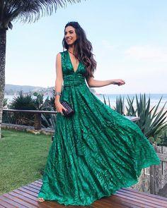 "2,727 curtidas, 35 comentários - Luiza Sobral (@luizabsobral) no Instagram: ""Today's look 💚✨ De hoje, toda de @trinitacouture com esse vestido incrível 💥 #buzios #weddingday…"""