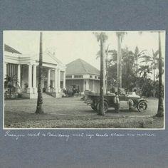 Auto voor Hotel Preanger te Bandoeng. c. 1900 - c. 1920