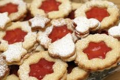 Almond cookies with cinnamon, cardamom and raspberry jam Almond Cookies, Cinnamon, Raspberry, Recipes, Food, Detail, Winter, Canela, Winter Time