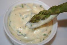 Sauce Mousseline aux herbes (mayonnaise avec blanc d'oeuf en neige et herbes ciboulette persil cerfeuil coriandre)