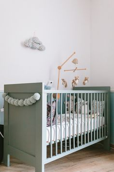 retro cot idea in grey painted wood | Furniture | Pinterest | Grey ...