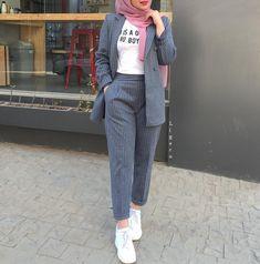 or 4 ! Modest Fashion Hijab, Modern Hijab Fashion, Street Hijab Fashion, Casual Hijab Outfit, Hijab Fashion Inspiration, Hijab Chic, Muslim Fashion, Fashion Outfits, Casual Outfits