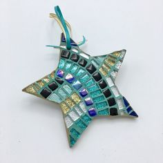 Set of 4 Mosaic Star Ornaments Choose your Style Glitter Glitter Ornaments, Beaded Christmas Ornaments, Handmade Ornaments, Felt Ornaments, Mosaic Wall Art, Mirror Mosaic, Mosaic Glass, Mosaic Crafts, Mosaic Projects