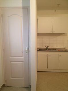 cuisine équipée à droite et porte WC à gauche // TEXAS Bâtiment - texasbatiment@orange.fr - Tél 0622751527-0141810290