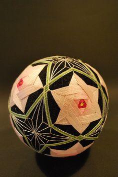 Japanese traditional hand made ball, Temari 手毬 Japan Design, Temari Patterns, Japan Crafts, Thread Art, Japan Art, Japanese Culture, Art Forms, Sculpture Art, Fiber Art