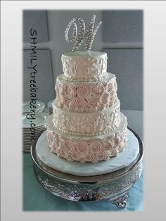 rosette lace wedding cake