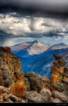 A view of Longs Peak from the Rock Cut area in Rocky Mountain National Park   September 2008.  Lars Leber Photograghy