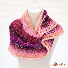 [Free Pattern] This One Skein Shawl Is The Perfect Gift For Stylish Women - http://www.dailycrochet.com/free-pattern-this-one-skein-shawl-is-the-perfect-gift-for-stylish-women/