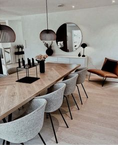 Trendy design for luxury dining room decor ideas you need to know. - Trendy design for luxury dining room decor ideas you need to know. Luxury Dining Room, Dining Room Design, Design Room, Dining Room Modern, Modern Table, Colorful Dining Rooms, Mirrors In Dining Room, Modern Rustic, Modern Chic Decor