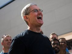 Dit verdiende Apple CEO Tim Cook in 2017 - Apparata Interview Process, Job Interview Questions, Nouveau Iphone, Microsoft, Tim Cook, Google Traffic, Apple Stock, Alcohol Detox, Hard Questions