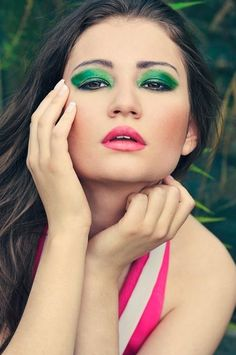 Green Make Up eye shadow ref lips