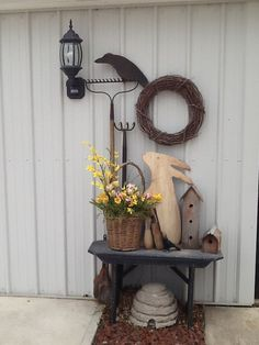 Country style Easter display for porch. Home Decor Items, Cheap Home Decor, Home Decor Accessories, Country Decor, Farmhouse Decor, Country Living, Country Style, Primitive Homes, Primitive Decor