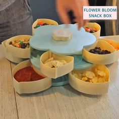 Our Flower Bloom Snack Box is the perfect solution, to store all your favorite snacks for an outstanding candy buffet and Diy Gifts For Friends, Best Friend Gifts, Cool Kitchen Gadgets, Cool Kitchens, Wie Macht Man, Snack Box, Le Diner, Cooking Gadgets, Cooking Appliances
