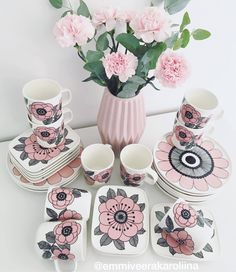 Marimekko Kesti Fashion Design Classes, Scandinavian Home, Marimekko, Pink Love, Ceramic Painting, Glass Design, Textile Design, Home Accessories, Pattern Design