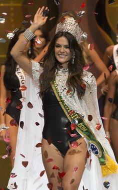 A cearense Melissa Gurgel, de 20 anos, foi eleita a Miss Brasil 2014. Concurso ocorreu em Fortaleza no sábado (27) à noite http://epoca.globo.com/tempo/fotos/2014/09/fotos-do-dia-28-de-setembro-de-2014.html (Foto: Mister Shadow / ASI / Agência O Globo)