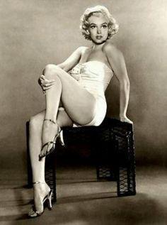 Marilyn Monroe Pin-up. Absolutely stunning, regardless of dress size. True beauty.