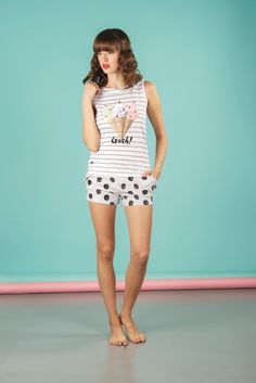 Pigiama da donna 2 pezzi composto da maglia manica a giro con scollo tondo e pantalone corto. Disponibile in 2 varianti di colore. #pigiamiamoci #nightandday #trendy #urbanstyle #style #moda #donna #pajamas