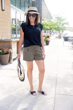 See how fashion expert Jo-Lynne Shane takes a simple pair of shorts and a linen t-shirt and levels it up into an effortlessly chic summer look! Check out what fashion tips and tricks she uses to add the perfect accessories to get you through all your summer activities. Spring Summer Fashion, Spring Outfits, Linen Tshirts, Fashion For Women Over 40, Night Looks, Level Up, Summer Activities, Summer Looks, Fashion Outfits