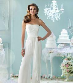 Jumpsuit zur Hochzeit tragen - Der elegante Einteiler als Hochzeitsoutfit