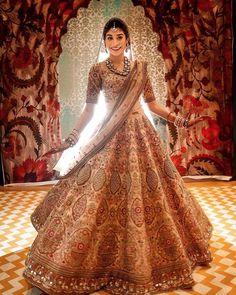 Beautiful bride slaying in her equally stunning lehenga What a Indian Bridal Lehenga, Indian Bridal Outfits, Indian Bridal Wear, Indian Designer Outfits, Pakistani Bridal, Indian Dresses, Bridal Dresses, Designer Dresses, Indian Clothes