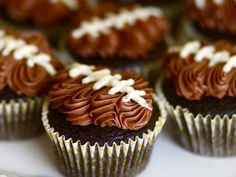 Football Cupcakes. Easy to make with frosting. #superbowl http://www.ivillage.com/superbowl-recipes-kids/6-a-518861#