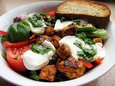 Sałatka z kurczakiem i mozzarellą Caprese Salad, Salmon Burgers, Mozzarella, Salads, Yummy Food, Meat, Chicken, Cooking, Ethnic Recipes