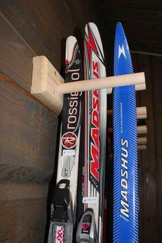 Skistativ til bod - Diverse - Stiltre Garage Organization, Garage Storage, Planner Stickers, Garage Makeover, Cabin Interiors, Snow Skiing, Vinyl, Sport, Campervan