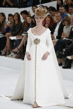 Chanel Couture Fall 2014 - Slideshow and There is Anna Wintour in the front row