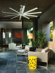 HOME & ARCHITECTURAL TRENDS USA Vol 30/05  Contemporary New Homes, Traditional Updates, In The City, Use Of Materials