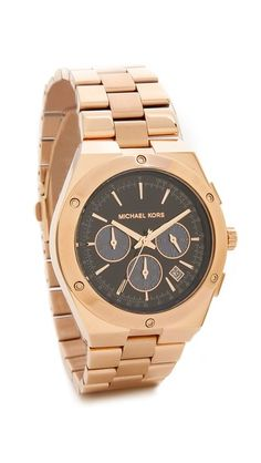 A chunky, rose gold-tone bezel brings shine to this Michael Kors chronograph watch. Slim numerals, 3 subdials, and a date window detail the dial. Single-crown styling. Link band and hinged-snap clasp.