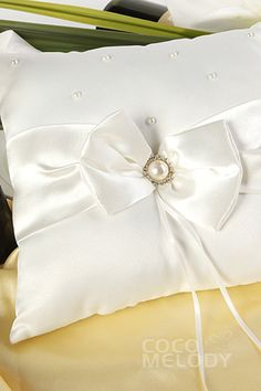 Simple Satin Ivory Wedding Ring Pillow with Bowknot SJZ15018 #cocomelody