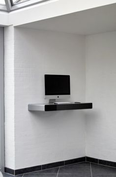 iDesk-Wall-Mounted-Computer-Desk-for-Modern-and-Compact-Working-Area