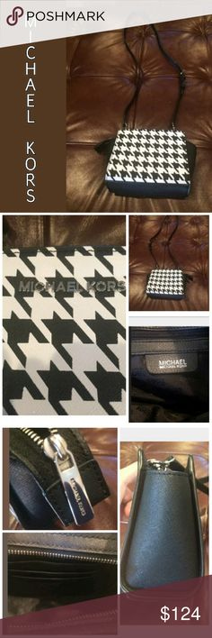 Michael Kors Houndstooth Mini Selma Crossbody EEUC LIKE NEW Michael Kors authentic Mini Selma Crossbody in black & white Leather Houndstooth type pattern. This is a great little bag! MICHAEL Michael Kors Bags Crossbody Bags