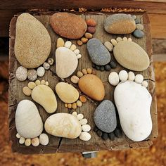 creativity with rocks & pebbles; love these adorable feet! This would make a cute paver or walkway!